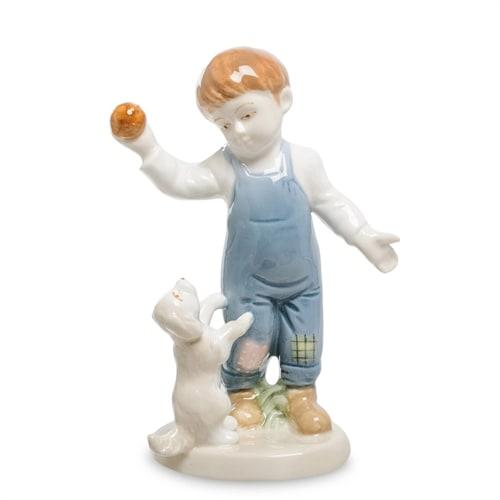 Статуэтка из фарфора «Мальчик с щенком» VS-312