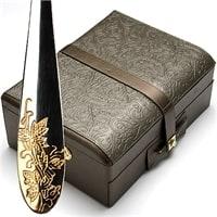 Набор столовых приборов в кожаном чемодане на 12 персон МВ-23451